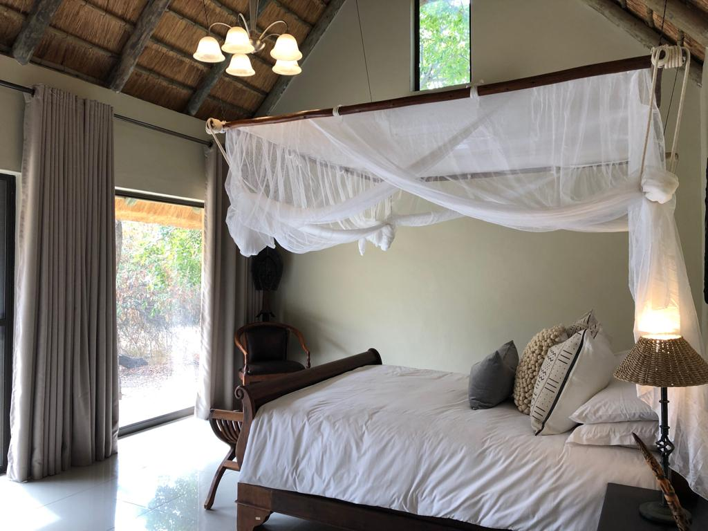 Kwenga Safari Lodge - En suite - Air Conditioned Accommodation - Queen bed
